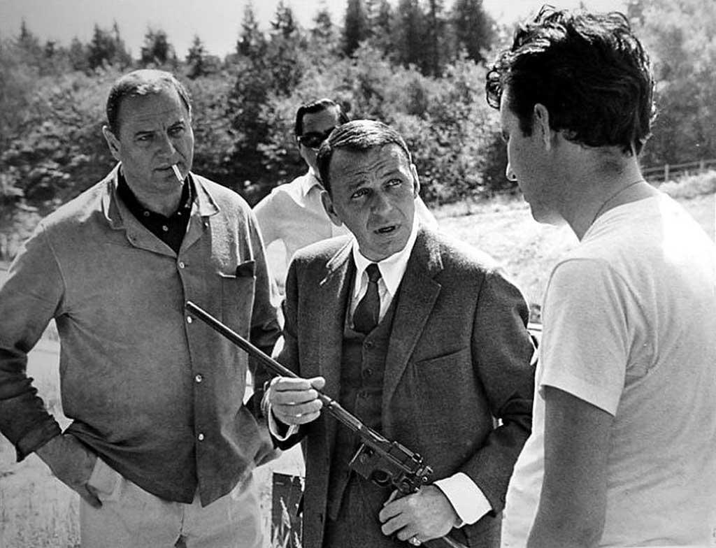Bred Dekster (lijevo) i Frenk Sinatra (u sredini) na snimanju filma
