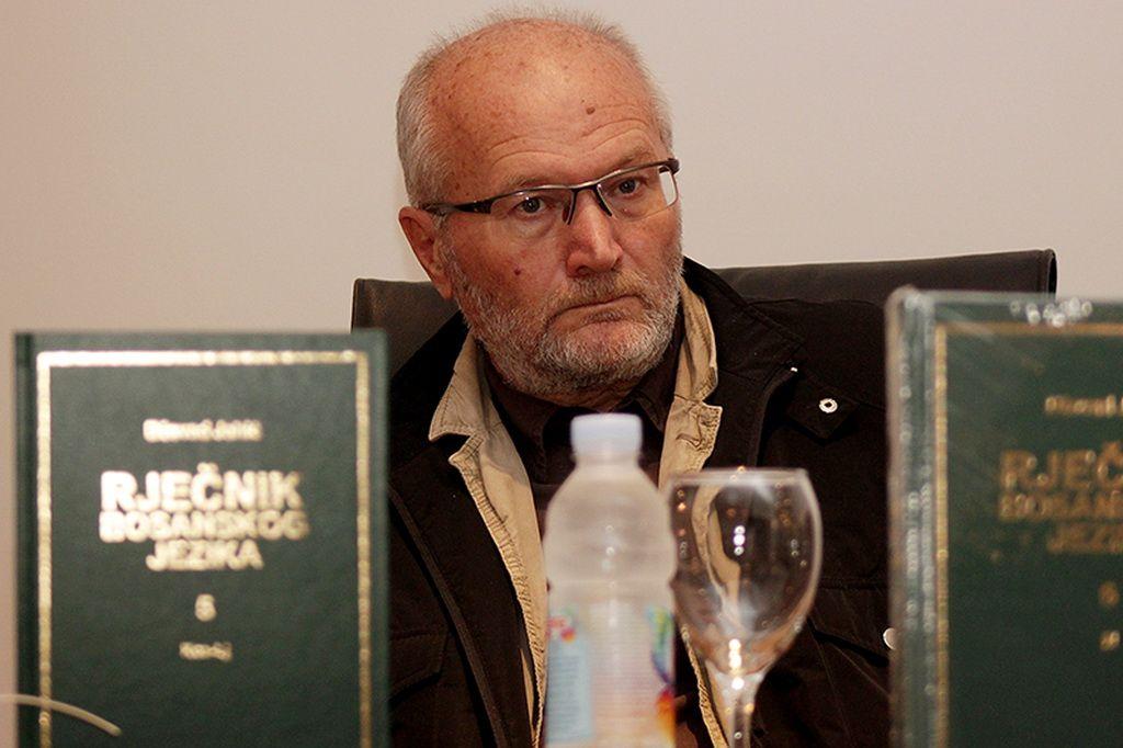 U Islamskom centru u Zagrebu, uz nazoènost autora Dževada Jahiæa, predstavljen je Rjeènik bosanskoga jezika koji æe poslužiti, reèeno je, kao uporište cjelokupnog suvremenog kulturnog razvoja Bosne i Hercegovine. (Stipe Mayiç - Anadolu Ajansi)