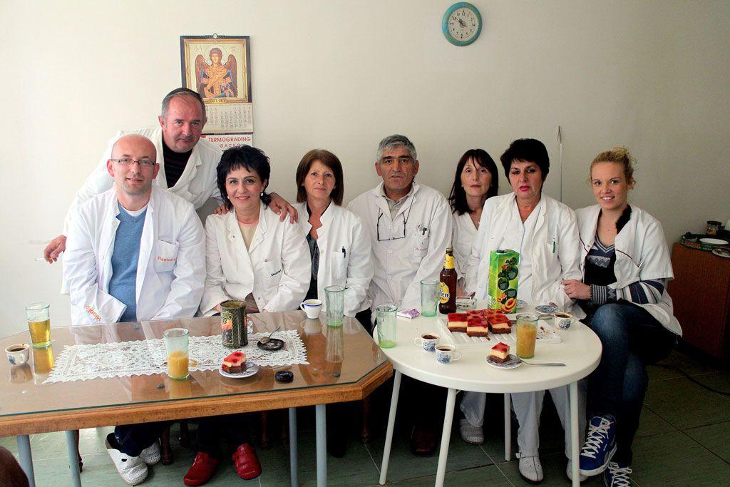 Pozdrav sa kolegama: Goca Savić (četvrta slijeva)