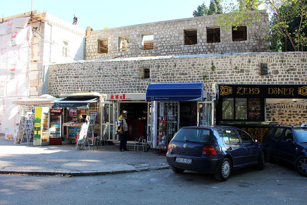 Kiosci pokraj zidina Starog grada (FOTO: Moja Hercegovina)