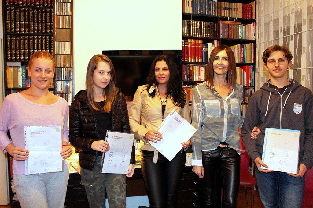 Tamara sa svojim učenicima na dodjeli sertifikata (FOTO: Moja Hercegovina)