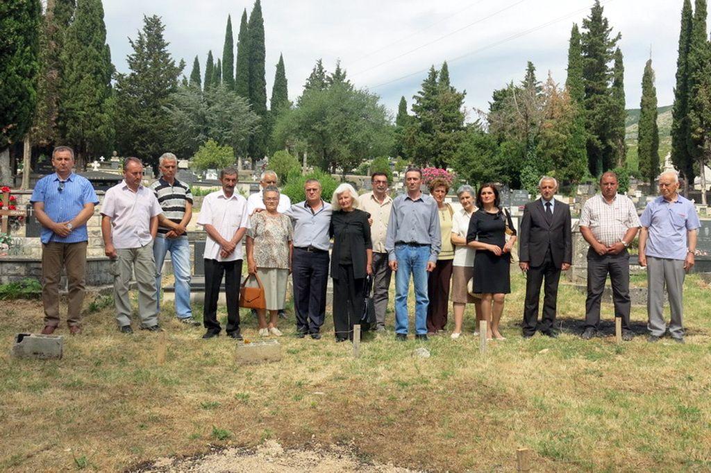 """Potomci pridvoračkih mučenika na """"ledinici"""" (Foto: Moja Hercegovina - arhiva)"""