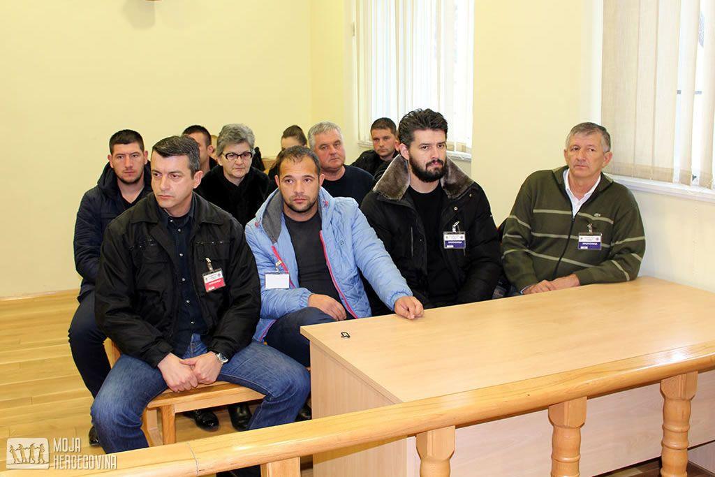 Miloš Bajović, treći s lijeva na desno u prvom redu i Branislav Bajović, drugi s lijeva na desno u prvom redu (FOTO: Moja Hercegovina)