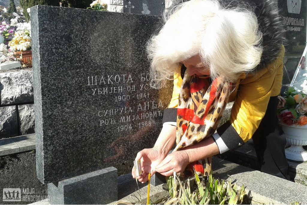 Slobodanka Tanović na grobu Boška Šakote (FOTO: Moja Hercegovina)