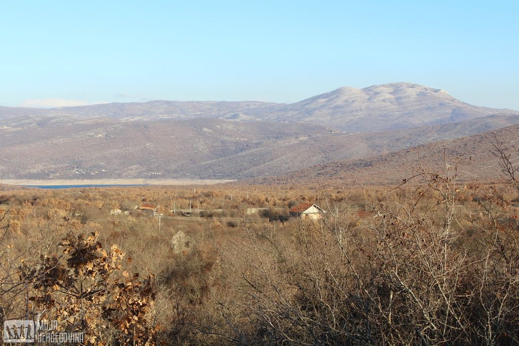 Selo Skrobotno iznad Bilećkog jezera, blizu nekadašnjeg sela Panik (FOTO: Moja Hercegovina)
