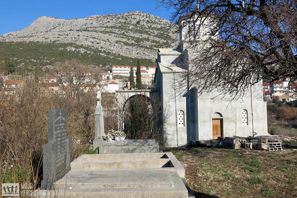 Spomenik i crkva u Zasadu (Foto: Moja Hercegovina)