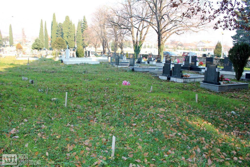 """""""Ledinica"""" u gorblju u Podgljivlju na kojoj leže posmrtni ostaci Srba ubijenih na Pridvoračkoj jami (FOTO: Moja Hercegovina)"""