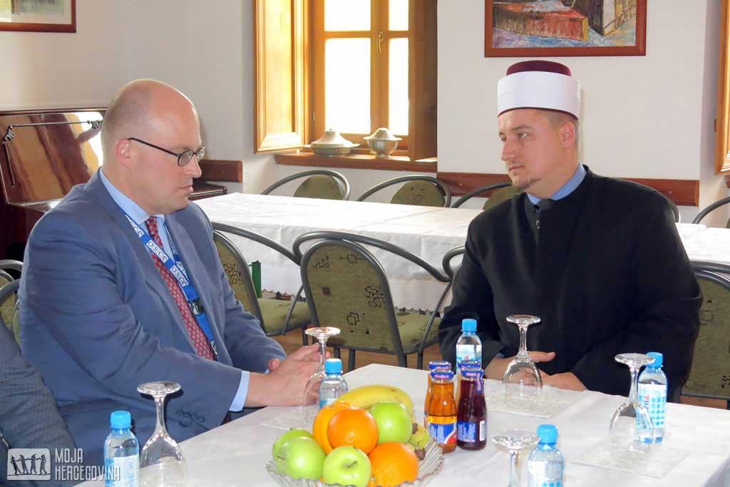 Džonatan Mur i trebinjski imam Sadmir Mustafić (Foto: Moja Hercegovina)