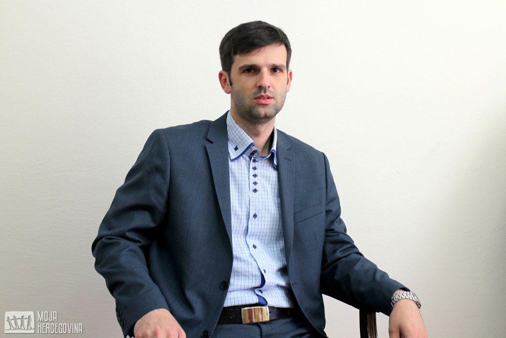 Škola nema mnogo mehanizama za kontrolu ponašanja učenika na društvenim mrežama, kaže direktor Aleksandar Purović (FOTO: Moja Hercegovina)