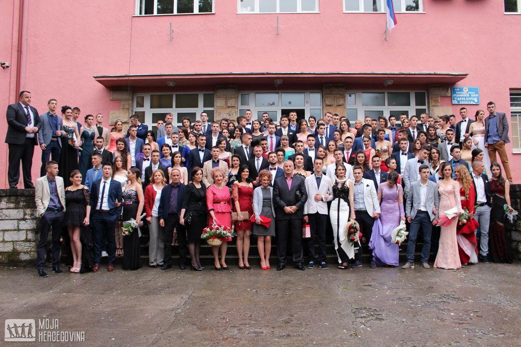 Bilećki maturanti (FOTO: Moja Hercegovina)