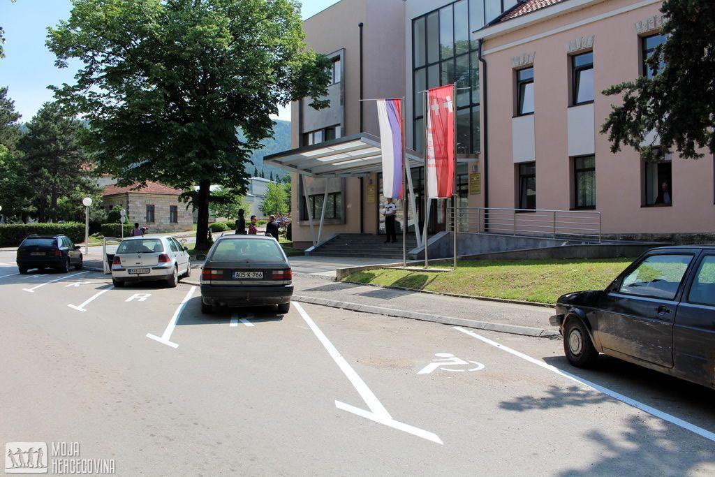 Prva parking mjesta za OSI u Bileći (FOTO: Moja Hercegovina)