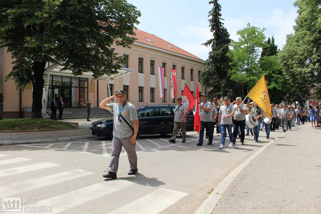 Defile kroz Bileću (FOTO: Moja Hercegovina)