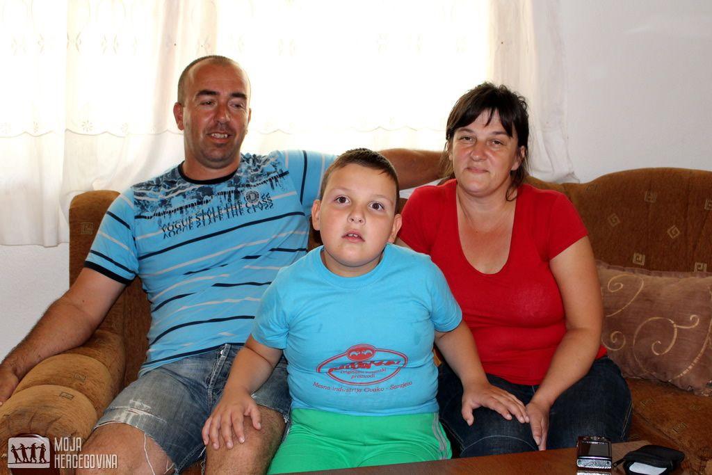 Ivankovići u svom domu u selu Poprati kod Stoca (FOTO: Moja Hercegovina)