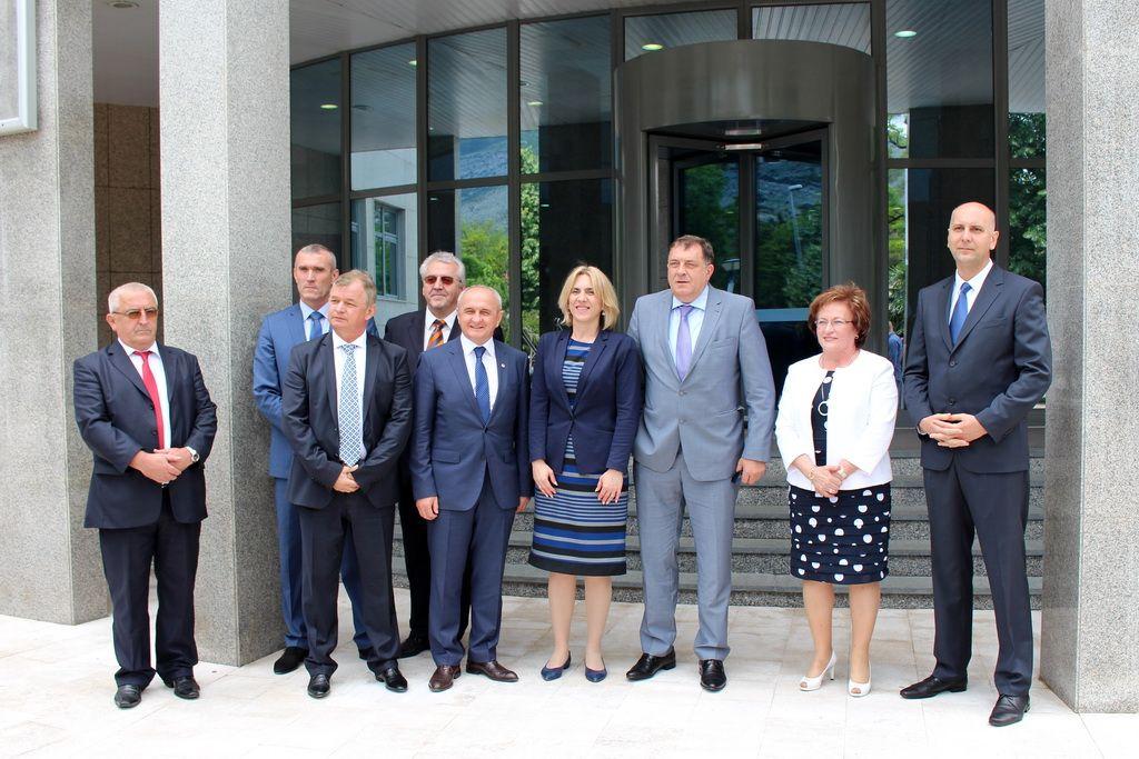 Predstavnici ERS-a i Vlade RS sa Dodikom u Trebinju (FOTO: Moja Hercegovina)