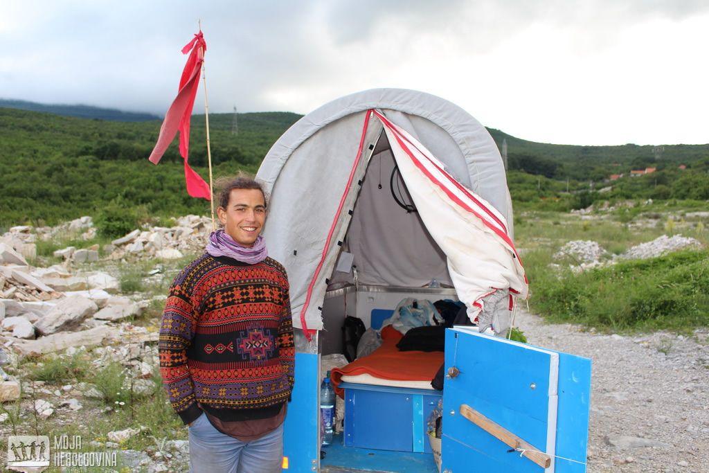 Feliks pokraj Bilećkog jezera (FOTO: Moja Hercegovina)