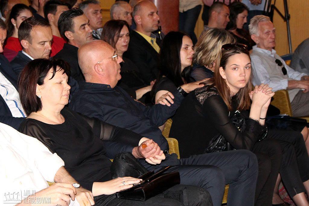 Anini roditelji Snežana i Zoran, i sestre Maja i Sonja (FOTO: Moja Hercegovina)