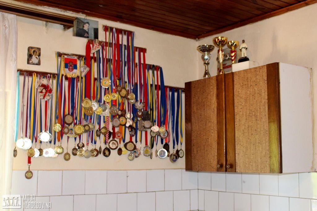 Gordanine i Ivanove medalje i pehari sa brojnih takmičenja (FOTO: Moja Hercegovina)