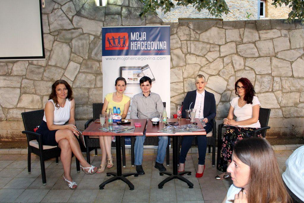 Druženje sa čitaocima u Bileći (Foto: Moja Hercegovina)