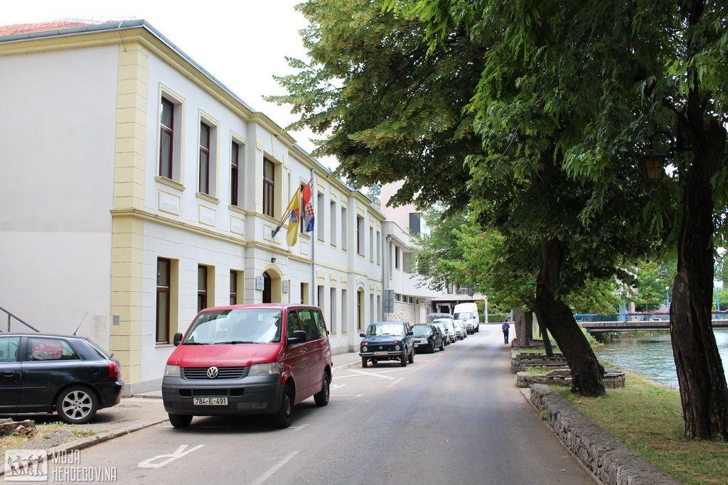 Zdrada opštine Stolac sa vozilima koja prevoze djecu (FOTO: Moja Hercegovina)