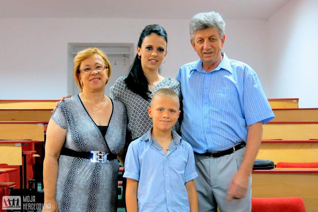 Oksana sa roditeljima i sinom Davidom (Foto: Moja Hercegovina)