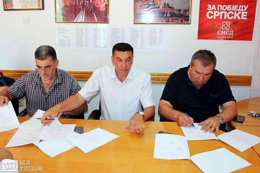 Potpisivanje sporazuma podrške Miljanu Aleksiću u Bileći (FOTO: Moja Hercegovina)