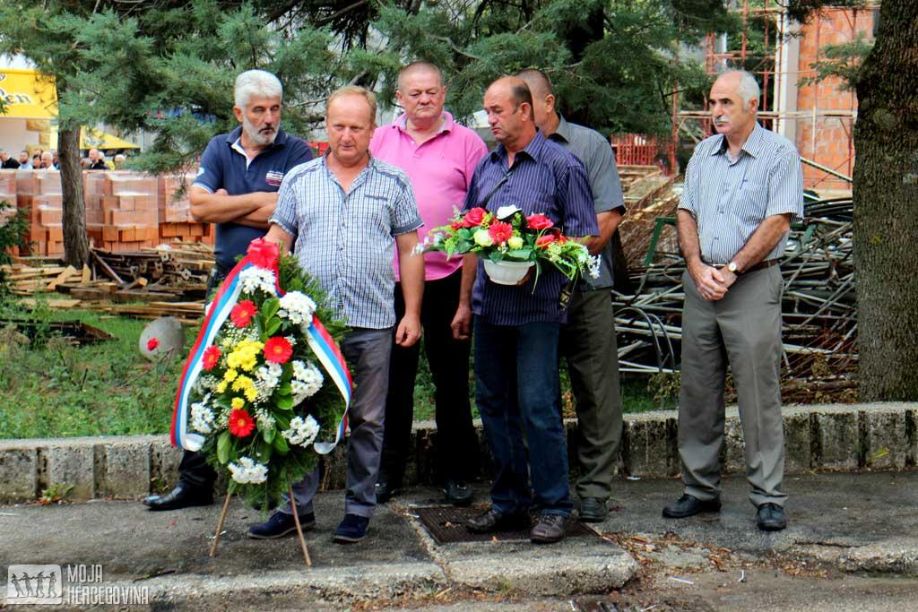 Cvijeće položile delegacije opština i boračkih organizacija susjednih opština
