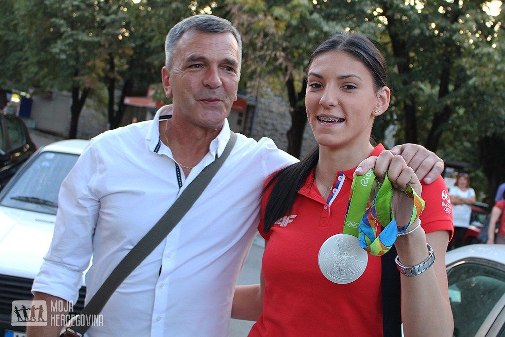 Sa trenerom Zoranom Vidakoviće na dočeku u Bileći (FOTO: Moja Hercegovina)
