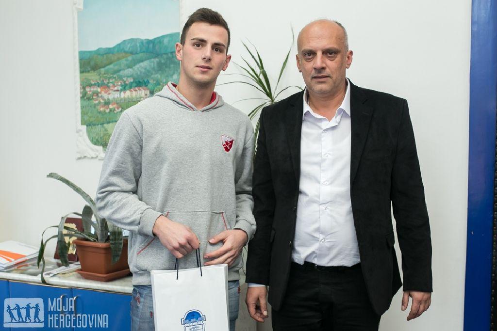 Rastko Lečić sa načelnikom Opštine Ljubinje Darkom Krunićem (Foto: Moja Hercegovina)