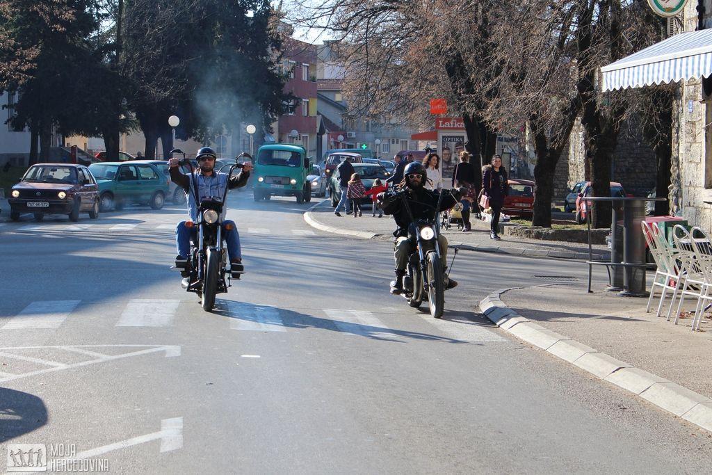 Osjećaj apsolutne slobode - Snejk i Isus u vožnji bilećkim ulicama (FOTO: Moja Hercegovina)