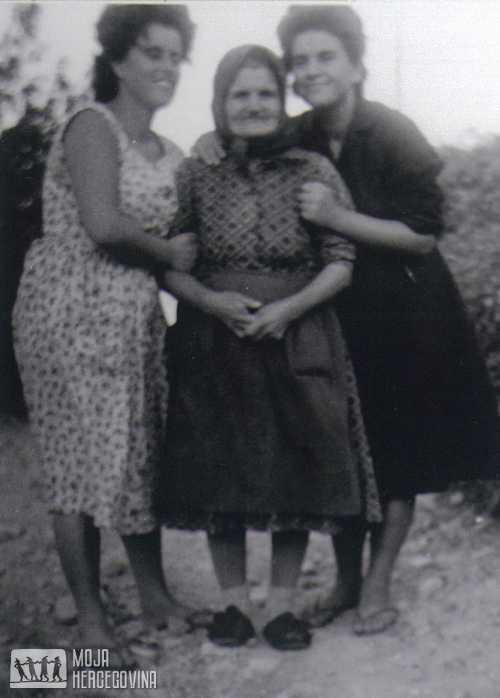 Sava Borozan (u sredini)